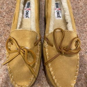 Brand New Women's Minnetonka Slippers